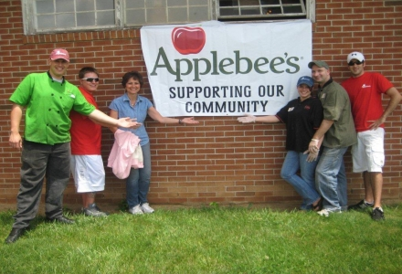 Applebee's Supporting the Community